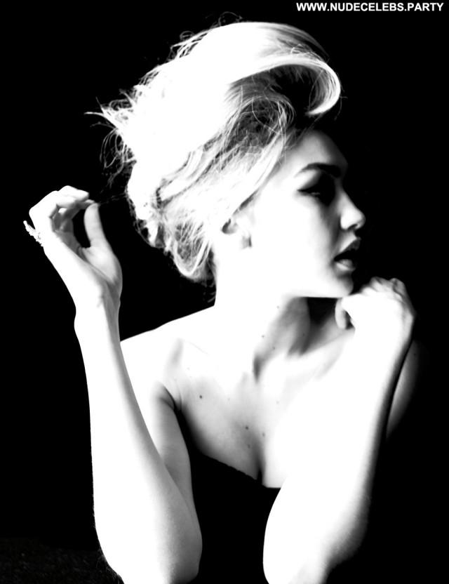 Gigi Hadid W Magazine Posing Hot Nice Celebrity Pretty Nude Sultry