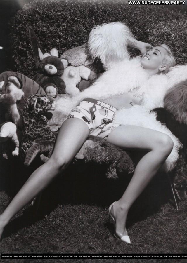 Miley Cyrus V Magazine Videos Topless Sensual Pretty Celebrity