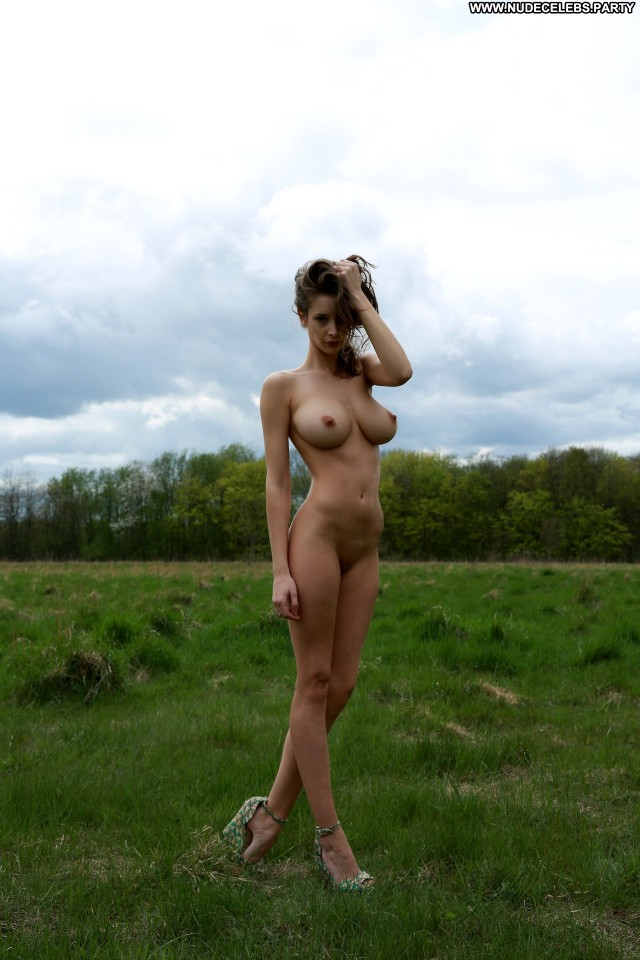 Emily Shaw Photo Shoot Beautiful Glamour Celebrity Video Vixen Big