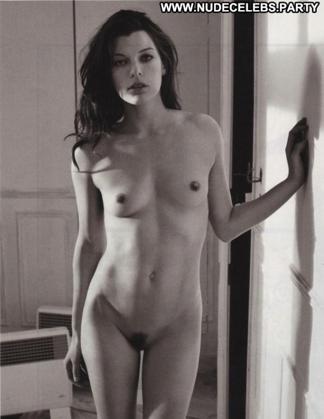 Milla Jovovich Full Frontal Nude Full Frontal Pretty Celebrity Photo