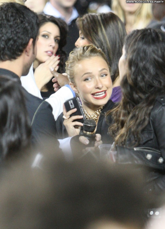 Hayden Panettiere Letterman Concert Posing Hot Celebrity Sultry