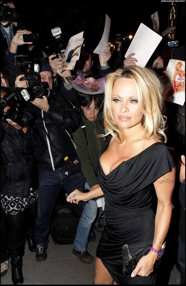 Pamela Anderson Malibu Beach Pretty Gorgeous Cute Celebrity Stunning