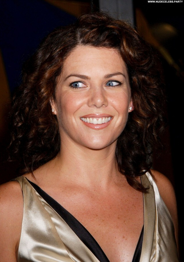 Lauren Graham Yesterday Sultry Sexy Cute Sensual Nice Hot Celebrity