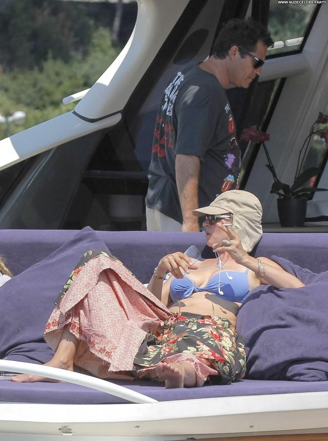 Uma Thurman The Bernie Mac Show  Yacht Bikini Beautiful Posing Hot