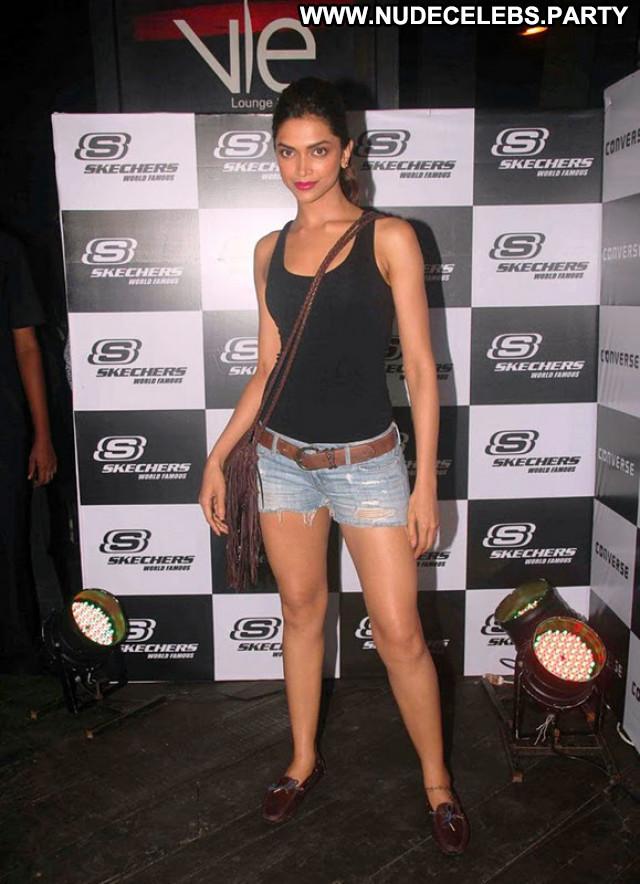 Deepika Padukone Miscellaneous Skinny Medium Tits Celebrity Posing