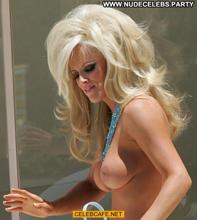 Jenny Mccarthy No Source Beach Posing Hot Babe Topless Celebrity