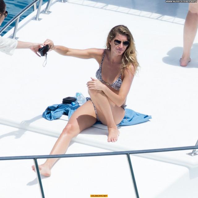 Gisele Bundchen No Source Ass Crack Babe Beautiful Bra Brazil Bikini