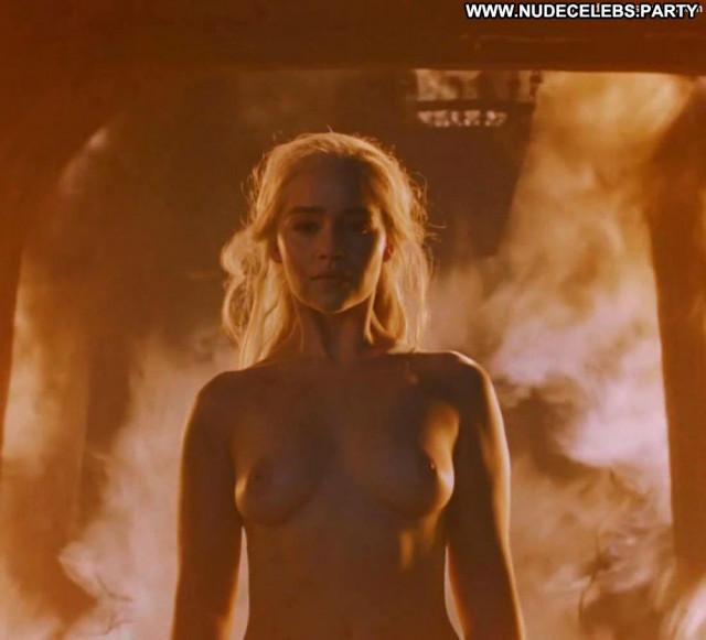 Emilia Clarke Game Of Thrones Babe British Fantasy Tits Nude Posing