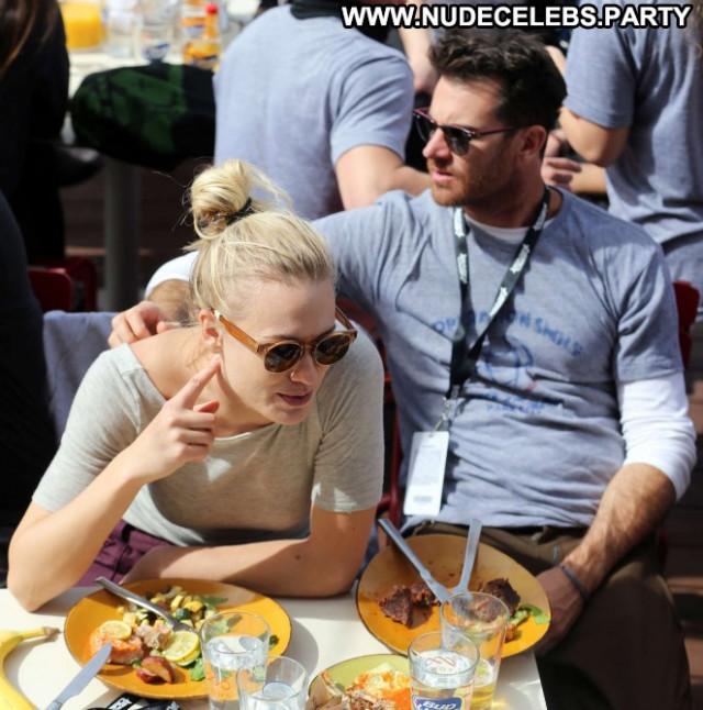 Yvonne Strahovski No Source Paparazzi Celebrity Park Babe Smile