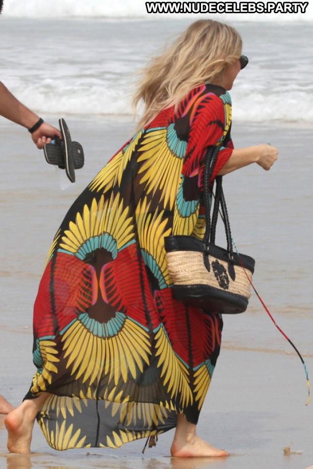 Fergie The Beach Paparazzi Posing Hot Beautiful Babe Celebrity Beach