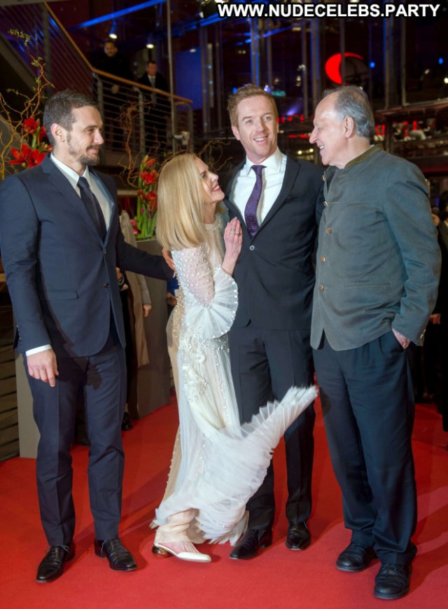 Nicole Kidman The Desert Paparazzi Desert Celebrity Beautiful Posing