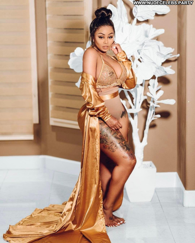 Blac Chyna Bus Big Tits Busty Reality Star Posing Hot Beautiful