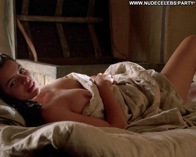 Zuleikha Robinson No Source Beautiful Breasts Toples Posing Hot Babe
