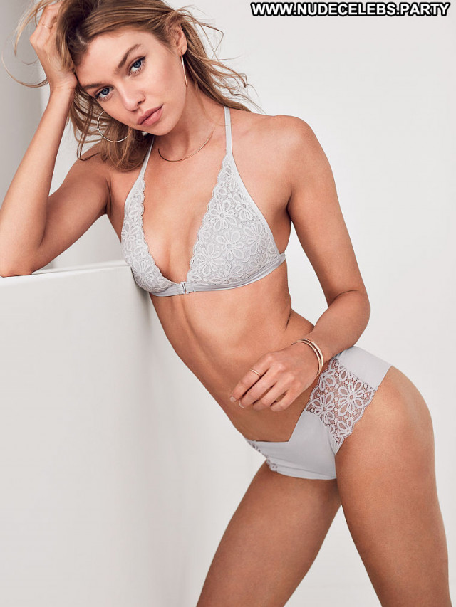 Charlotte Mckinney No Source Ass Bra Bikini Friends Videos Bombshell