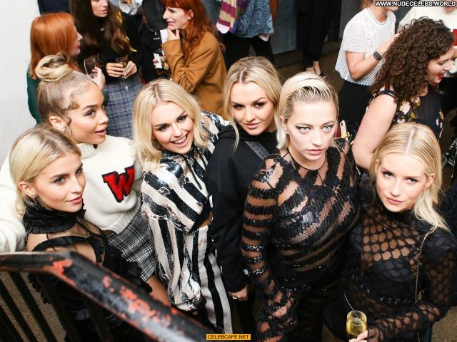 Caroline Vreeland No Source Posing Hot London Beautiful Celebrity
