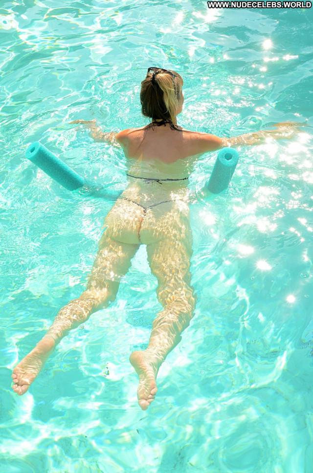 Rena Riffel Los Angeles Dad Posing Hot Bra Summer Celebrity Hot Ocean