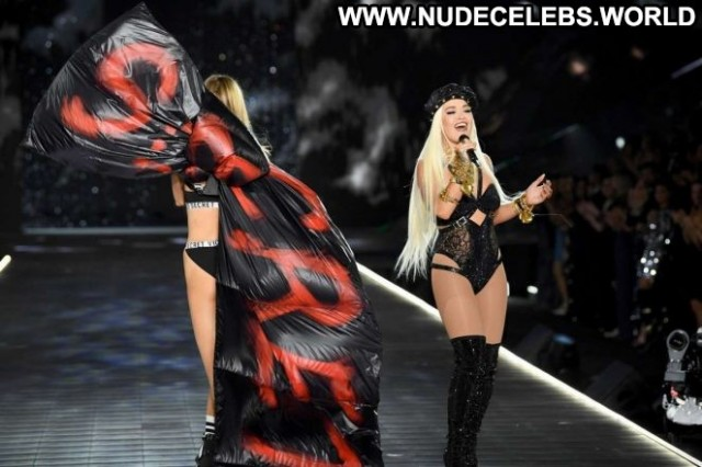 Rita Ora Fashion Show Fashion Paparazzi Celebrity Posing Hot Babe Nyc