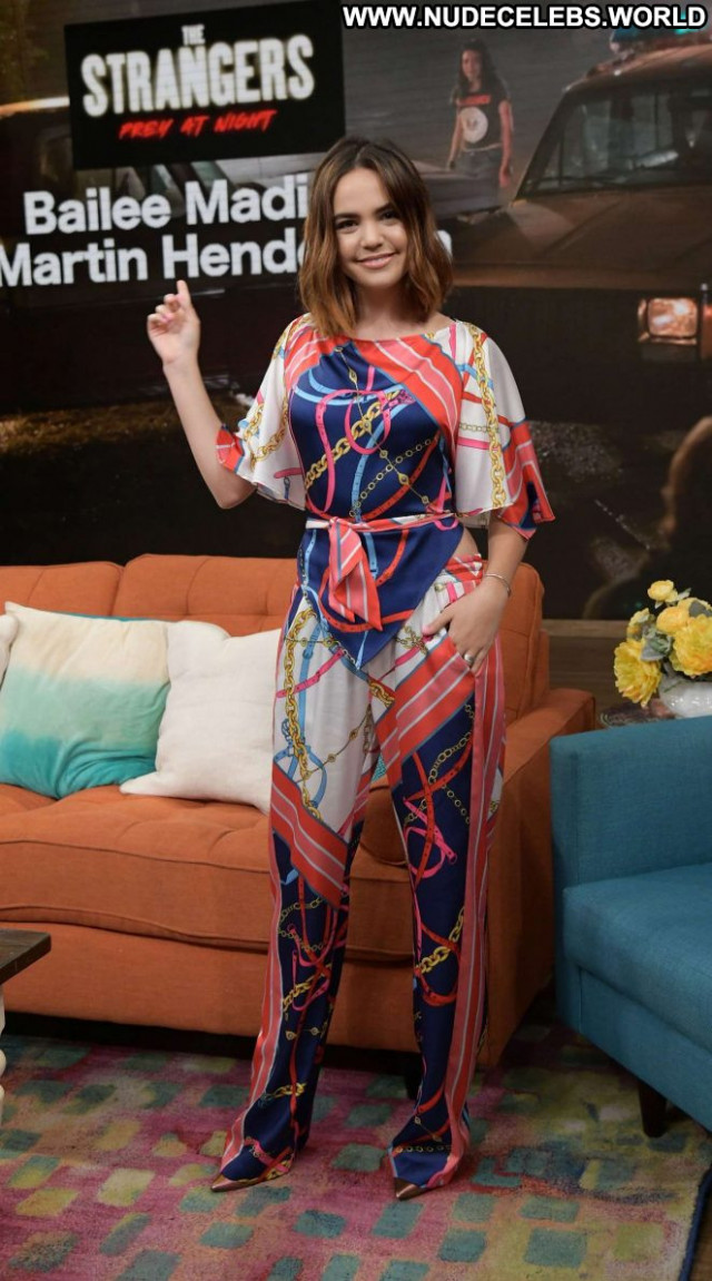 Bailee Madison Tv Show  Posing Hot Babe Beautiful Celebrity Tv Show