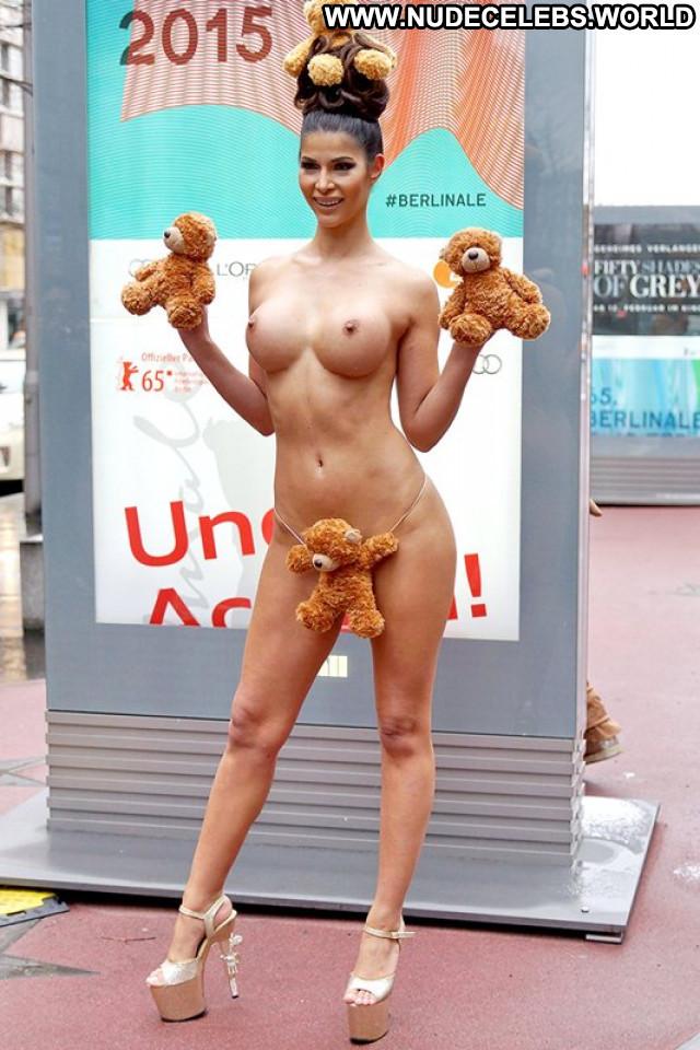Micaela Schaefer No Source Hat Nude Model French Posing Hot Beautiful